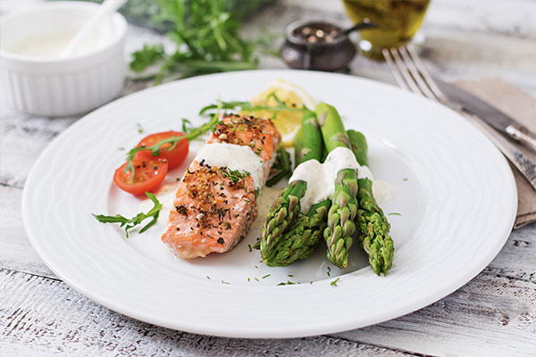Salmon with Cucumber Dill Sauce